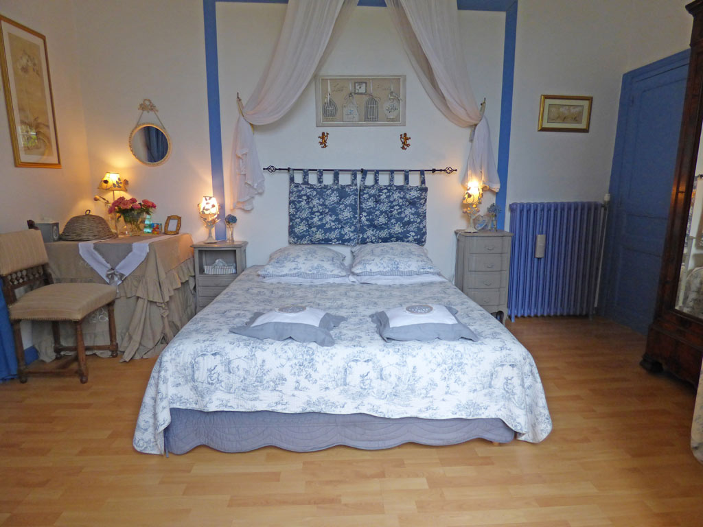 chambre bleue la demeure aux hortensias pleurtuit 02 chambres d 39 h tes dinard saint malo. Black Bedroom Furniture Sets. Home Design Ideas