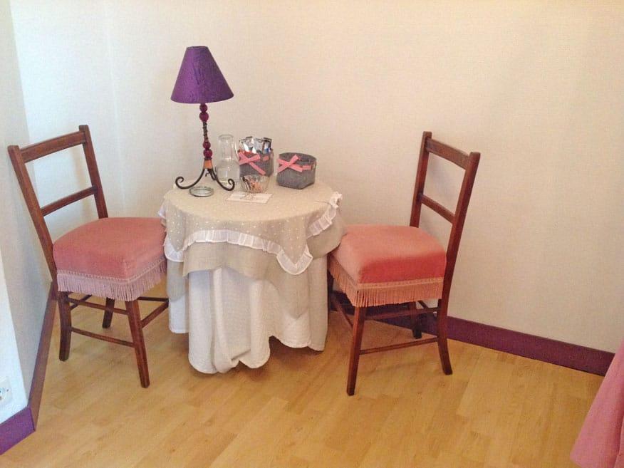 Chambre rose la demeure aux hortensias chambres d 39 h tes for Dinan chambre d hote